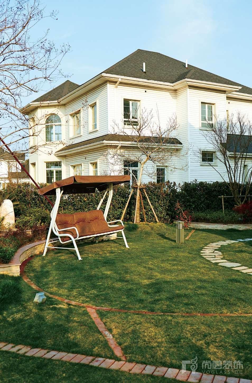 银丽高尔夫别墅装修女业主的院子