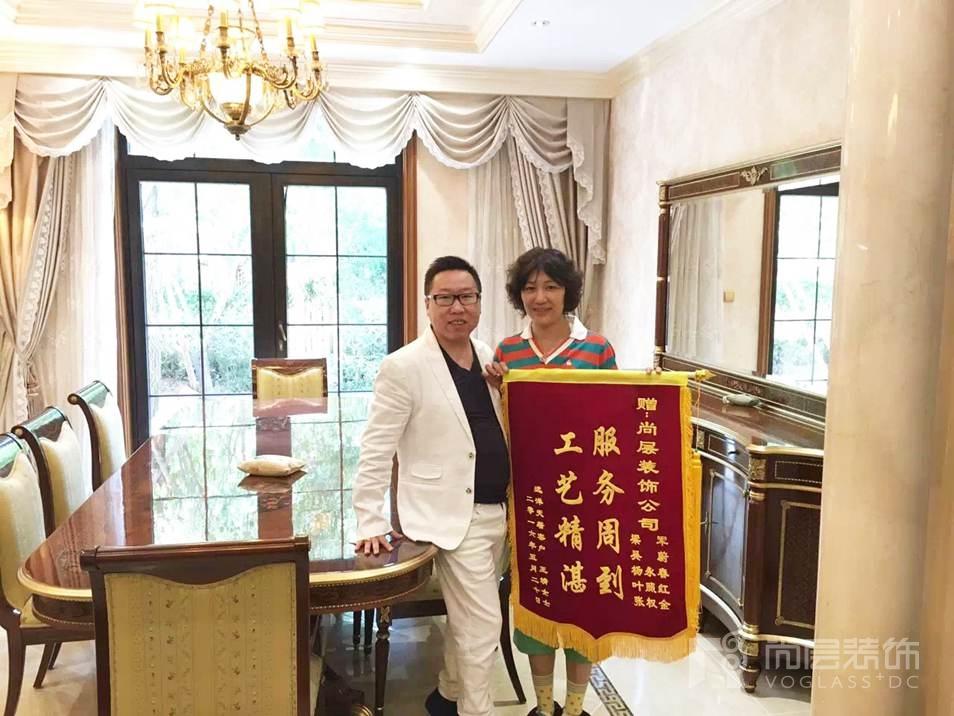 尚层装饰设计师吴尉收到别墅业主的赠送锦旗