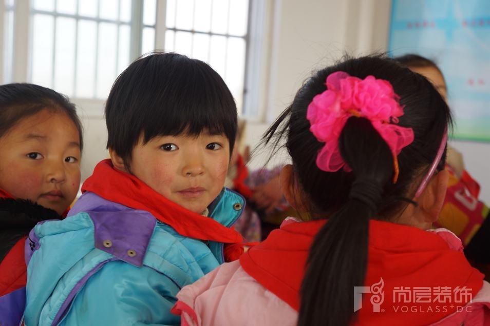 安徽庐江尚层希望小学的学生