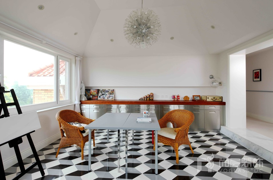 名都园现代美式三层画室别墅装修实景图