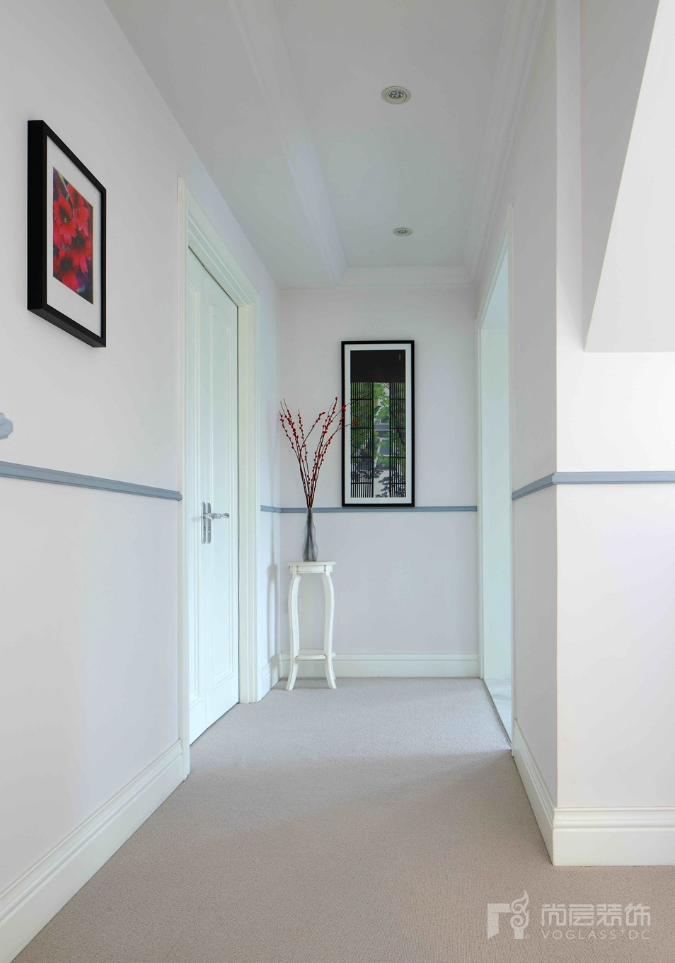 名都园现代美式三层走廊别墅装修实景图