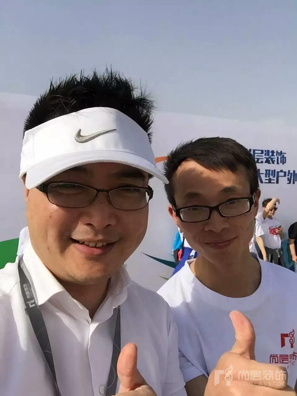 尚层运动会冠军与郭总合影