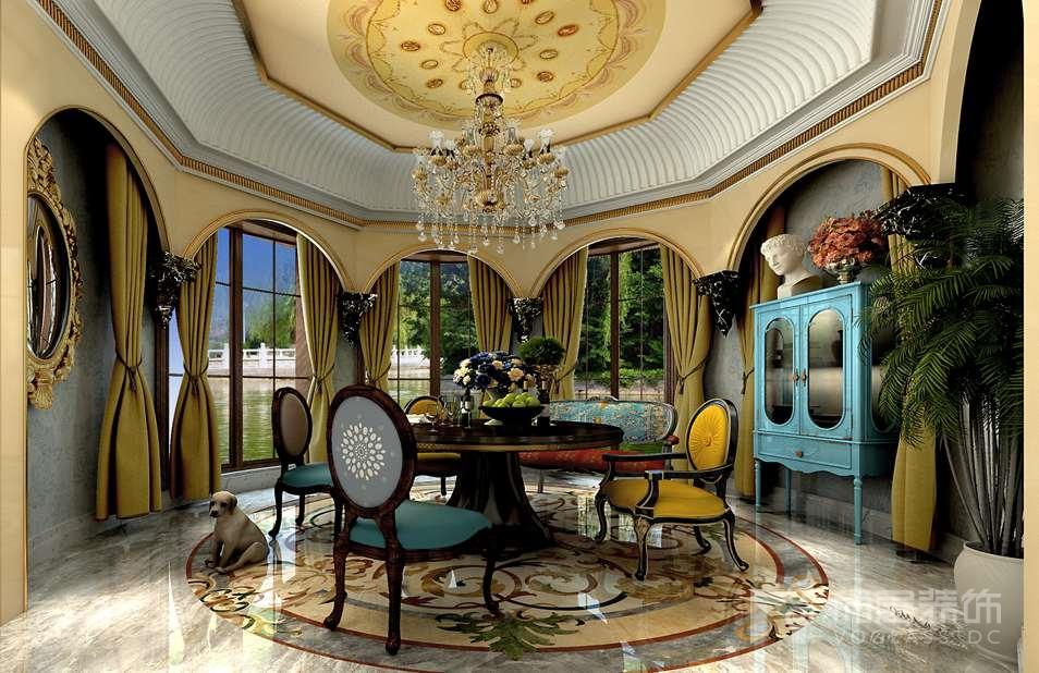 圆弧形的空间设计极具挑战性,加之圆形的窗口处理,在追求法式浪漫情怀