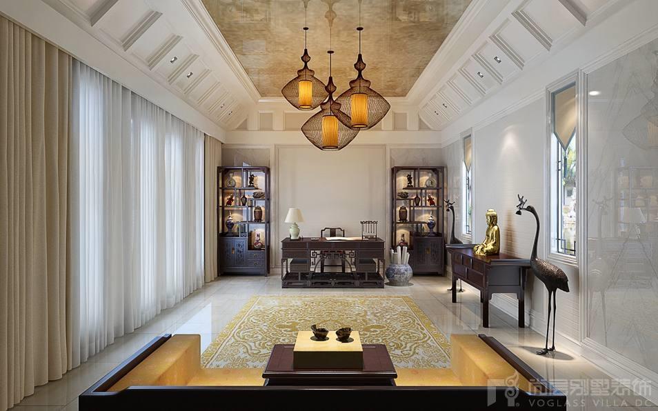 地下室是业主集收藏、鉴赏和娱乐为一体的休闲空间,设计师采用新古典的风格再融合现代家具,突出本案观唐别墅装修设计的设计主旨。地下室的空间十分宽阔,设计师在下沉区域做了宽大的石材包边和石材套线处理,活动区中心设计了一个钻石型的水吧行酒台,并且在水吧行酒台的北侧专门设计了一个雕塑艺术品的展台,密室和影音室都以画的形式做成了隐形门,形成了一道对称的风景,中间是完全通透的恒湿恒温的酒窖。