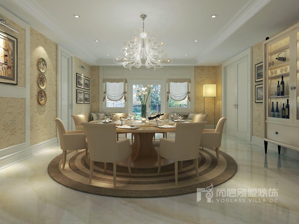 典雅的蓝色沙发,规矩的背景墙,洒脱的装饰画,会客厅的装饰一一