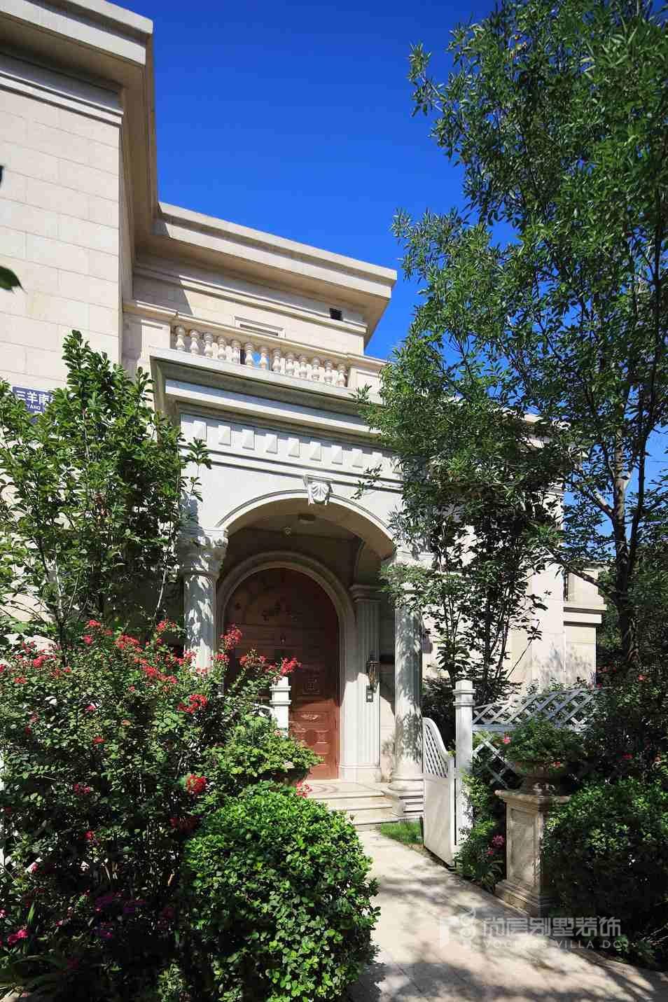 远洋天著法式新古典门廊别墅装修实景图