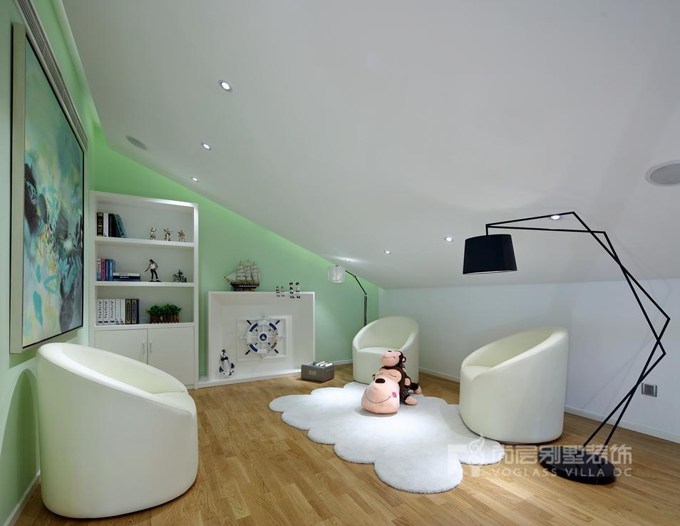 现代简约起居室别墅装修实景图