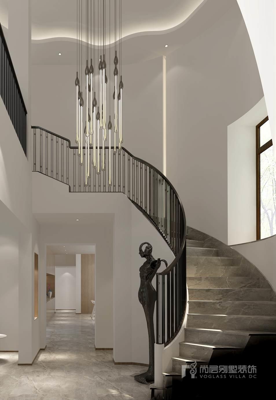 异形的吊顶加上垂直墙面灯带,拉升整个楼梯间的空间感.
