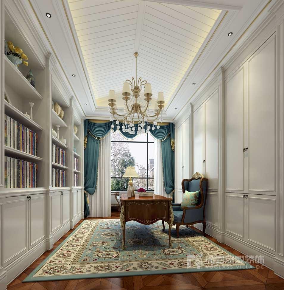 一层大别墅卧室装修效果图独有风采,简单的布局,注重体现空间的舒适性,墙面的设计干净利落,富有现代的气息,空间地毯、壁纸、窗帘色彩的搭配,都让整个空间变得温馨。  二层卧室简约而不失美感。墙面采用软包饰面让整个空间显得大气,橙色的靠椅、蔚蓝色的靠包,颜色之间的碰撞划出自由的装饰语言。