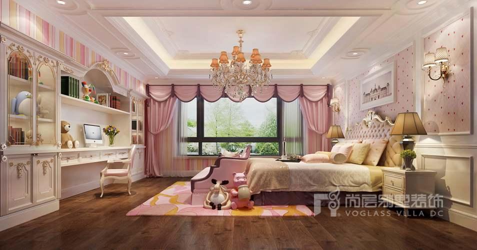 这套奢华的欧式女儿房,墙壁上用个性的画框做修饰,让原本单调白色图片