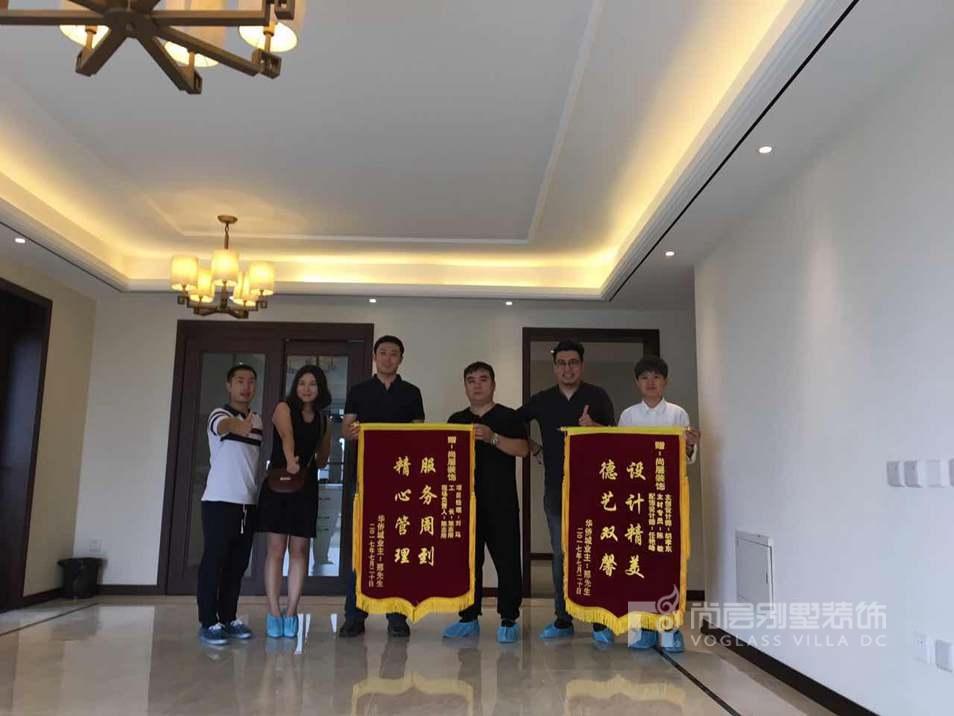 华侨城别墅业主赠予尚层装饰锦旗