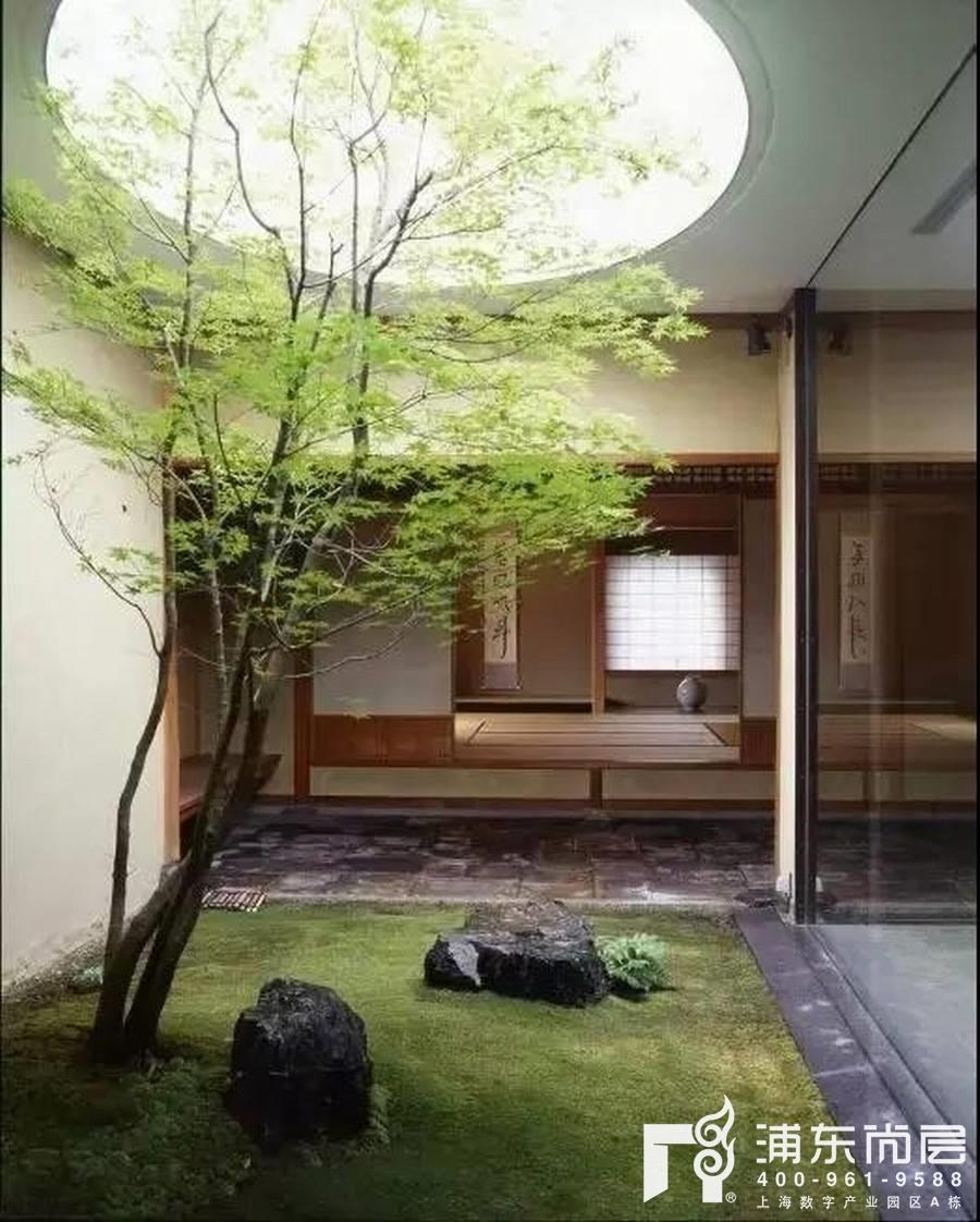 日本的枯山水和园林文化在世界范围内都很有名,日式的别墅天井