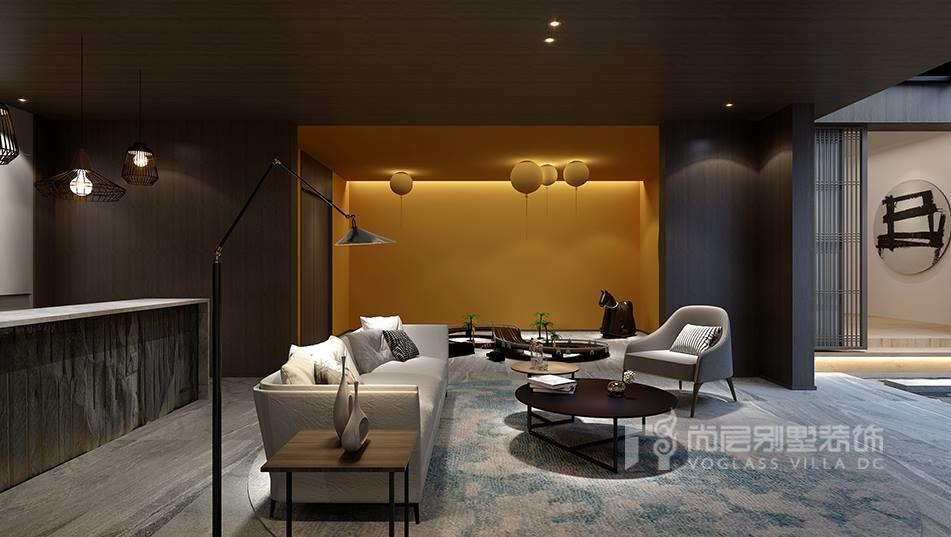简约法式风格结合了法式风格中的特质浪漫,和简约风格的特质简洁。高度浓缩锤炼的法式风格以人为本,中式自然,营造出充满现代感的法式风。本案新城国际的别墅设计采用的就是这种现代的简约法式风格。这个别墅呈现出的是一种简洁、大气,法式建筑中的经典元素拱形门、温暖壁炉都被设计师做了简约化的处理,铜色的拱形门增加了现代简约感,矩形的壁炉也除去了复杂的雕饰,改用高级灰的孔雀绿点缀,让整个空间的本身的美散发出来。