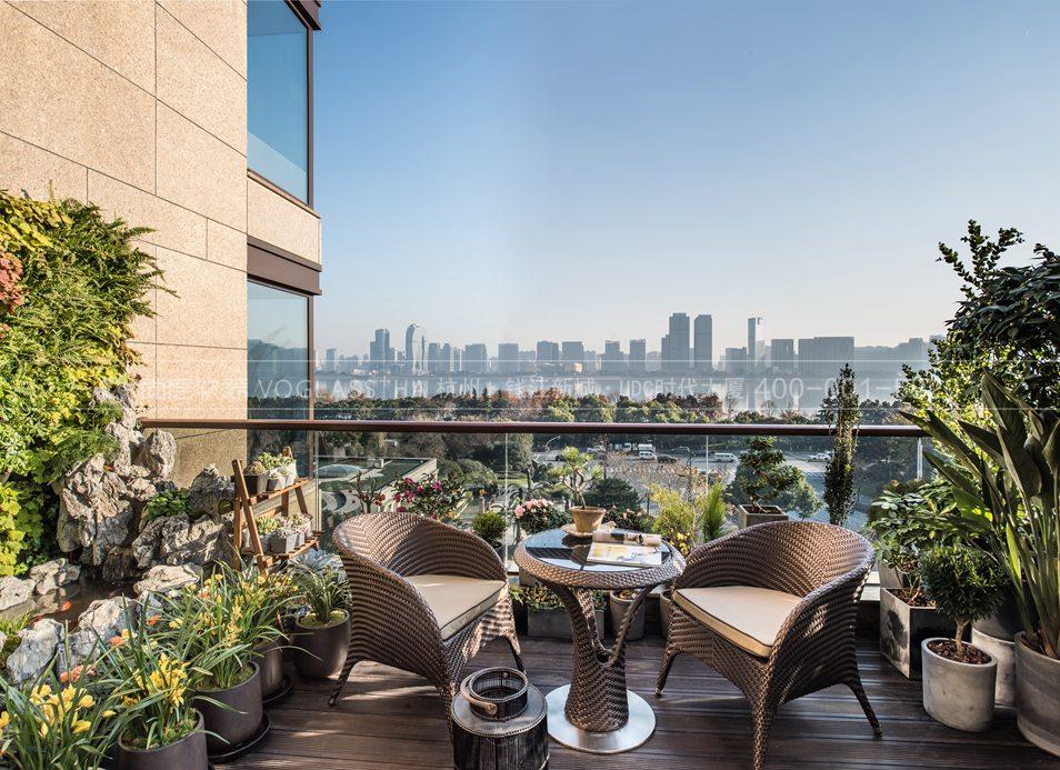 露台园林现代轻奢风格跃层样板间装饰设计
