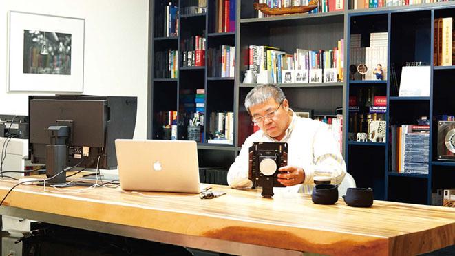 透过镜头看世界的赵先生