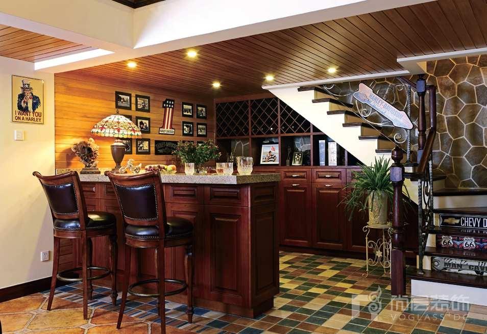 旭辉紫郡别墅装修地下吧台的实景图