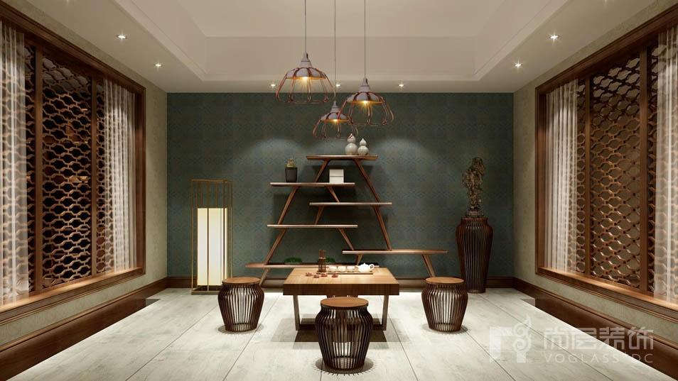 古朴典雅的韵味+简洁时尚的搭配凸显了优雅而又朴素的现代生活,不经意的搭配,一切又如浑然天成般光彩夺目。本案例是别墅装修设计师庞傲老师的红橡墅项目,采用新中式风格。任何一个空间,总有一个视觉中心,而这个中心的主导者就是色彩,同时,木材是别墅装修的灵魂,木材占有很重要的地位。