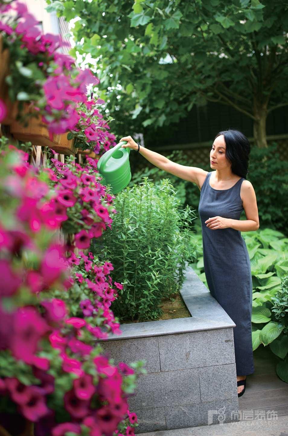 龙湾别墅装修女业主的院子