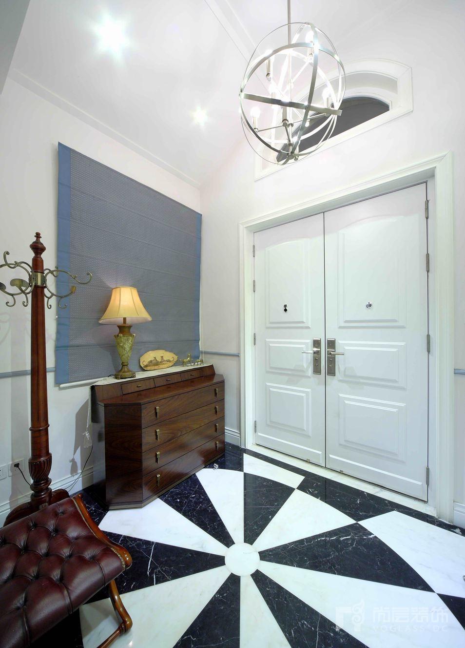 此别墅设计装修项目属于旧屋翻新,原户型只有350平米.