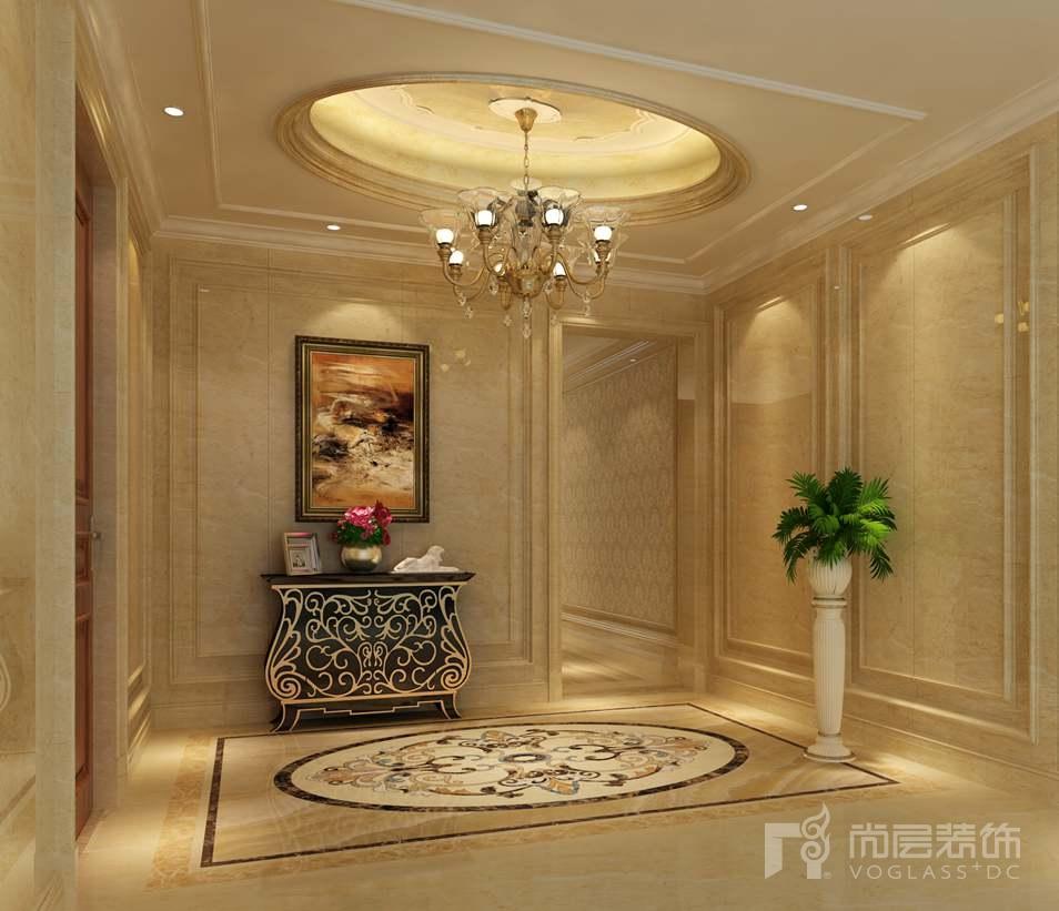 欧式镜面雕花的墙面装饰,镂空铁艺造型的护栏,别样的照明体验的天井