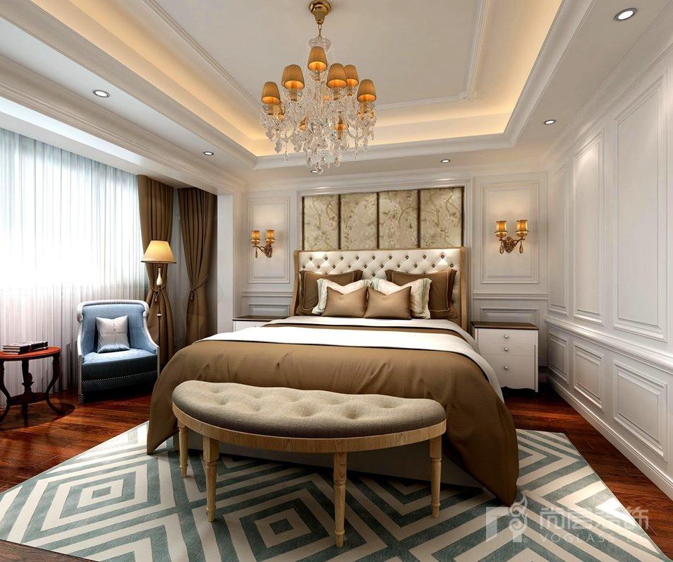 主卧采用简约欧式别墅装修风格惯用的白色,墙上艺术画和咖啡色