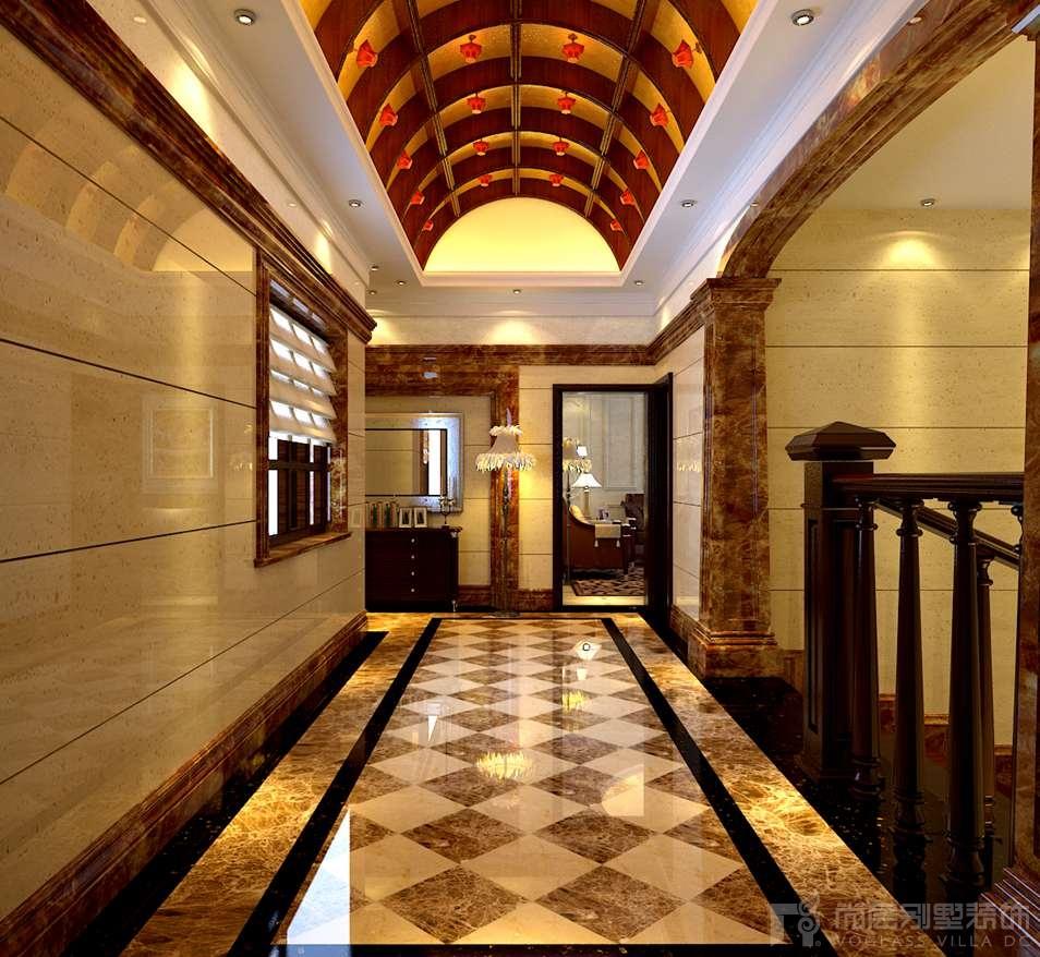 中式的回字纹与柱子的结合,体现了中西混搭的精髓。柱子是西式的,加上中式的屏风,两者有机的结合,完全体现了设计主题。对称的装饰结构使餐厅空间看起来更加的端庄有序,餐厅巧妙的运用光、影的和谐搭配来塑造令人心旷神怡的就餐环境。正中的垭口增添了步入餐厅时的仪式感,垭口两侧的回字纹镂空隔断呼应客厅的透空电视墙。