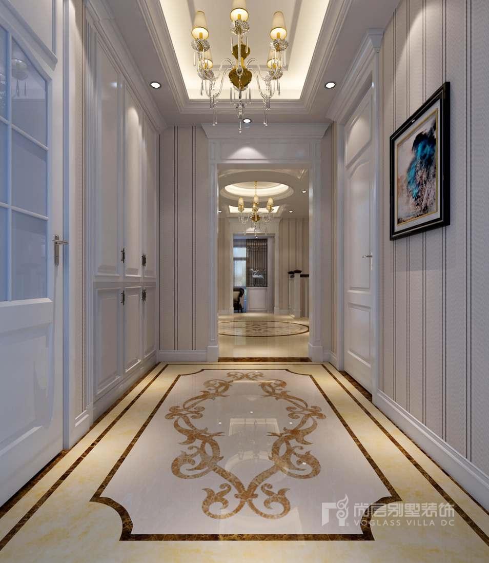 品质从进门开始。入户门厅采用嵌入式衣帽柜,墙面与柜门皆采用白色,使空间统一方正,地面采用米色石材配合暖色灯光,凸显空间温馨、优雅的气质。扩建为圆弧的楼梯间,增加了过道宽度,淡化了纵深较长的问题,同时加强了楼上与楼下的互动性,为挑空侧增添了一份别样情趣。