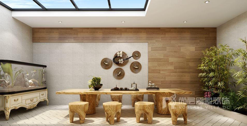 三层主卧室设计,以营造出一种奢华大气的氛围为主。石膏线围成的吊顶,配上古典大气的吊灯,实木质感的地板让整个主人房充满了古典的气息,颇显浪漫温馨。无论是贵气的床头,还是印花壁纸,都能体会到主人悠然自得的生活和阳光明媚的心情。 如果您想咨询别墅装修,或者看施工工地都可咨询:159-2633-4528